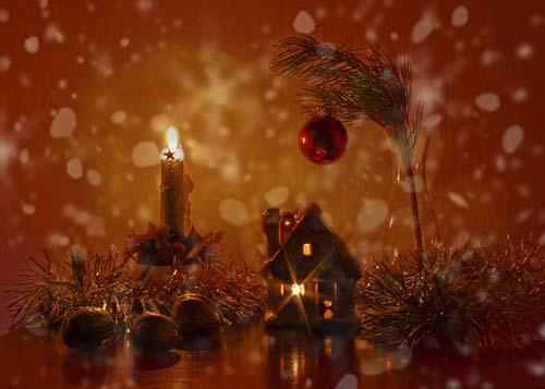 Красить дом можно свечами и композициями