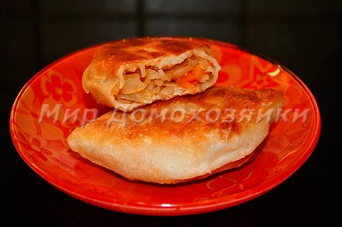 Пирожки с капустой в разломе