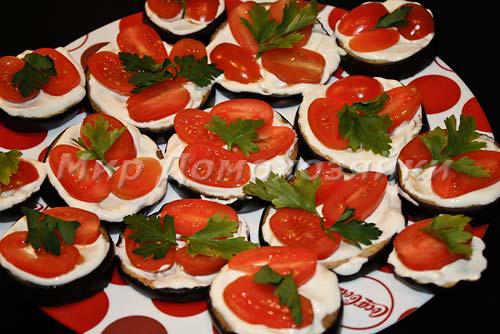 На баклажаны уложить помидоры