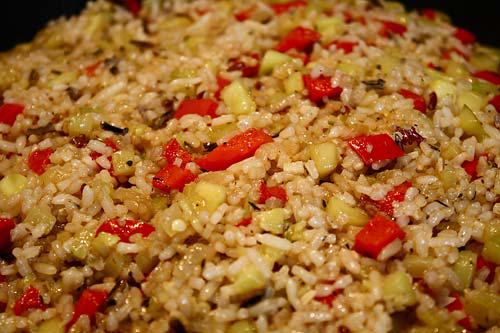 Отваренный рис добавить к овощам