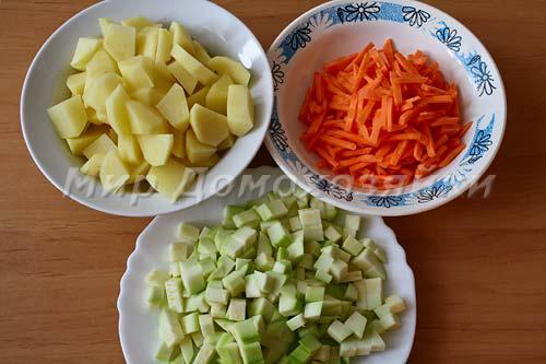 Овощи нарезать крупными кусочками