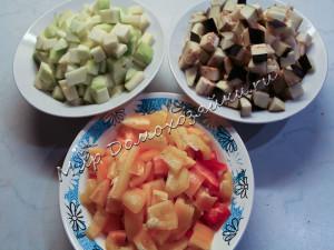 Овощи нарезаем кубиками