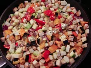 Обжариваем все овощи