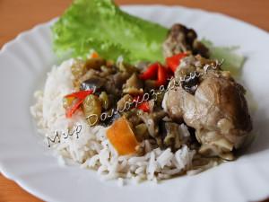 Подаем курицу с рисом и салатом