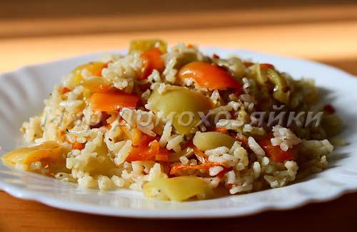 Гарнир из риса или ленивые перцы можно подавать как самостоятельное блюдо