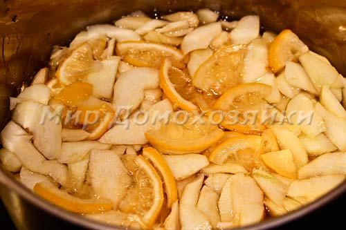 Груши и лимон заливаем сиропом