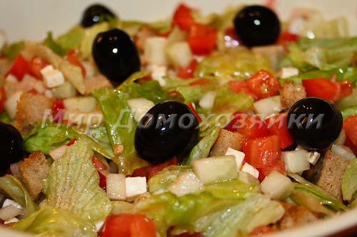 Салат с брынзой и сухариками