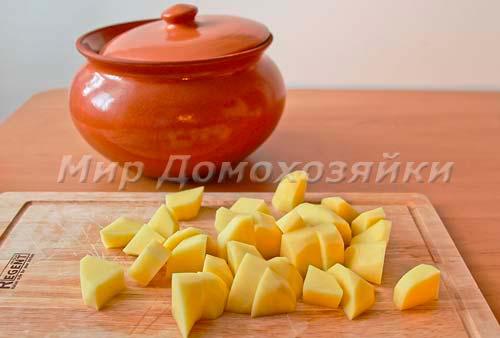 Картошку нарезать крупными кусочками