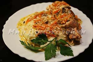Жаркое из кролика под соусом из сушеных белых грибов