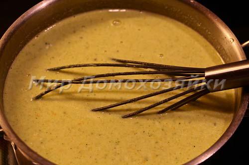 Добавляем сливки и размешиваем суп