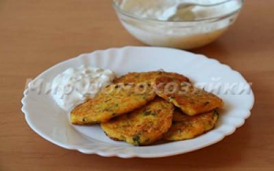 Кабачковые оладьи с соусом