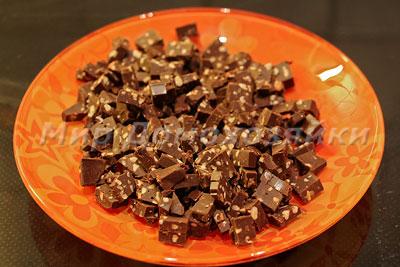 Поломать шоколадку на кусочки