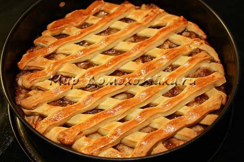 Вкусный яблочный пирог готов!