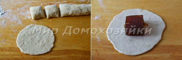 Раскатываем тесто и делаем пирожки с мармеладом