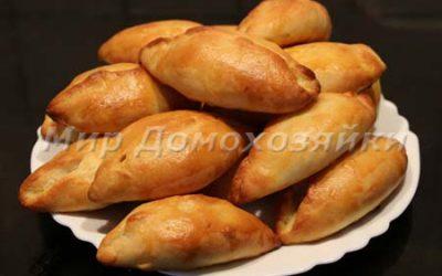 Пирожки из дрожжевого теста с яблоками и мармеладом