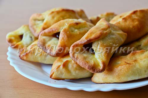 Пирожки из дрожжевого теста с мармеладом