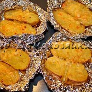Картошка запеченная в фольге