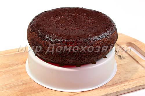 Торт выложить на решетку от мультиварки