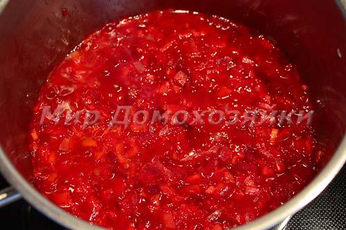 Добавить томат в заправку и потушить