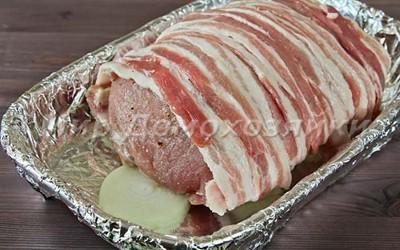 Свиной карбонад в беконе