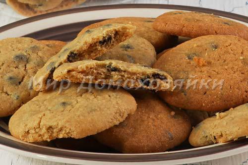 Печенье с шоколадной крошкой готово!