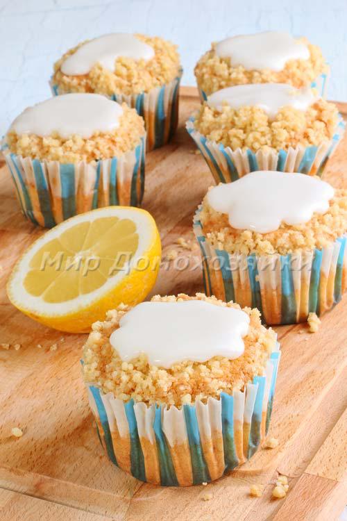 Покройте лимонные кексы глазурью