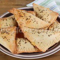 Быстрое слоеное тесто - треугольники с сыром