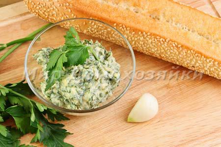 Чесночный хлеб из черствого багета