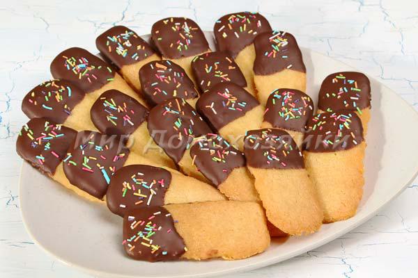 Песочное шоколадное печенье готово!