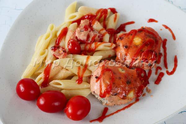 Котлеты запеченные в духовке в томатном соусе - подаем с гарниром
